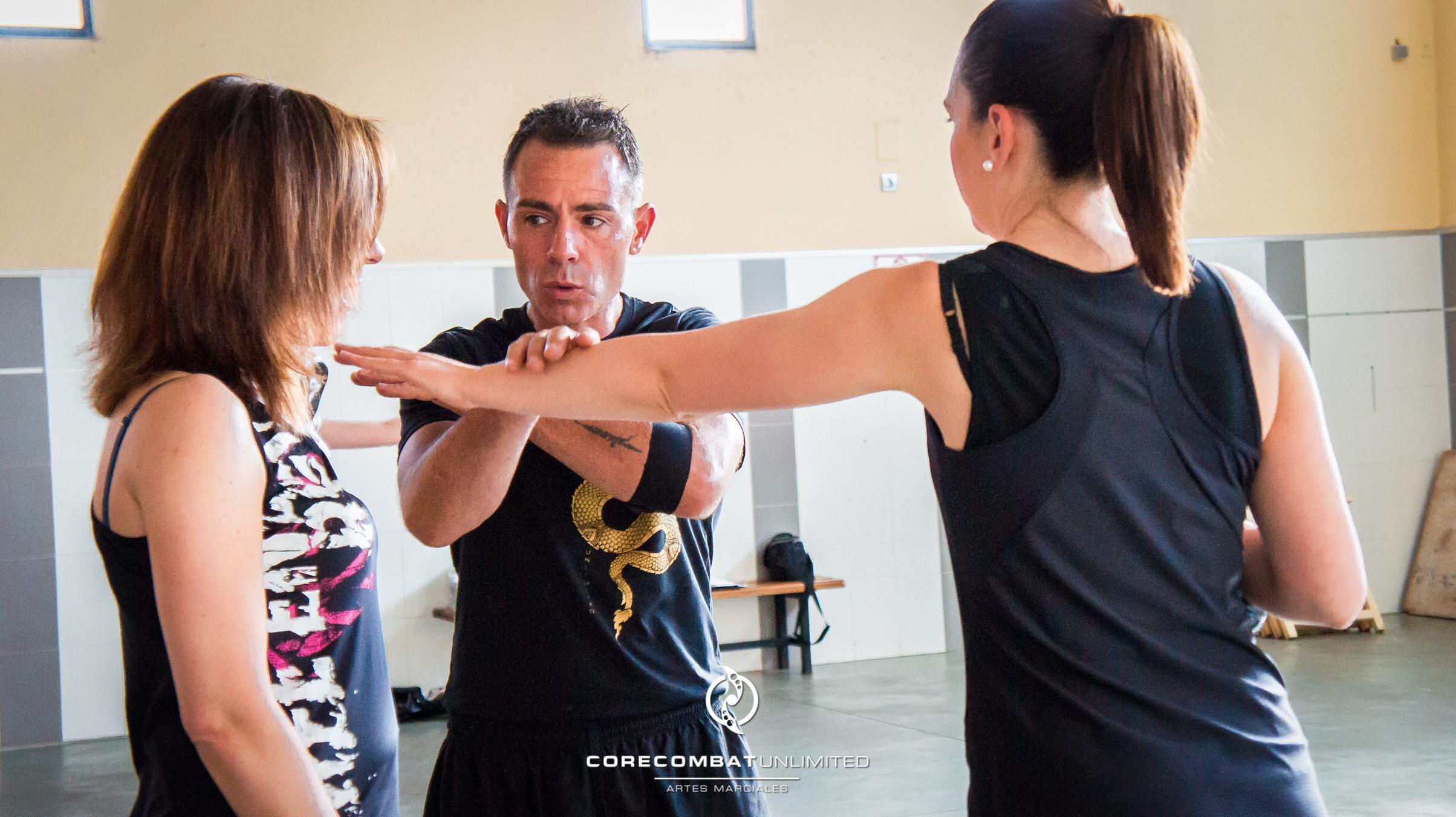 curso-defensa-personal-para-mujeres-zamora-coreses-artes-marciales-zamora-core-combat-salamanca-valladolid-leon-madrid-21