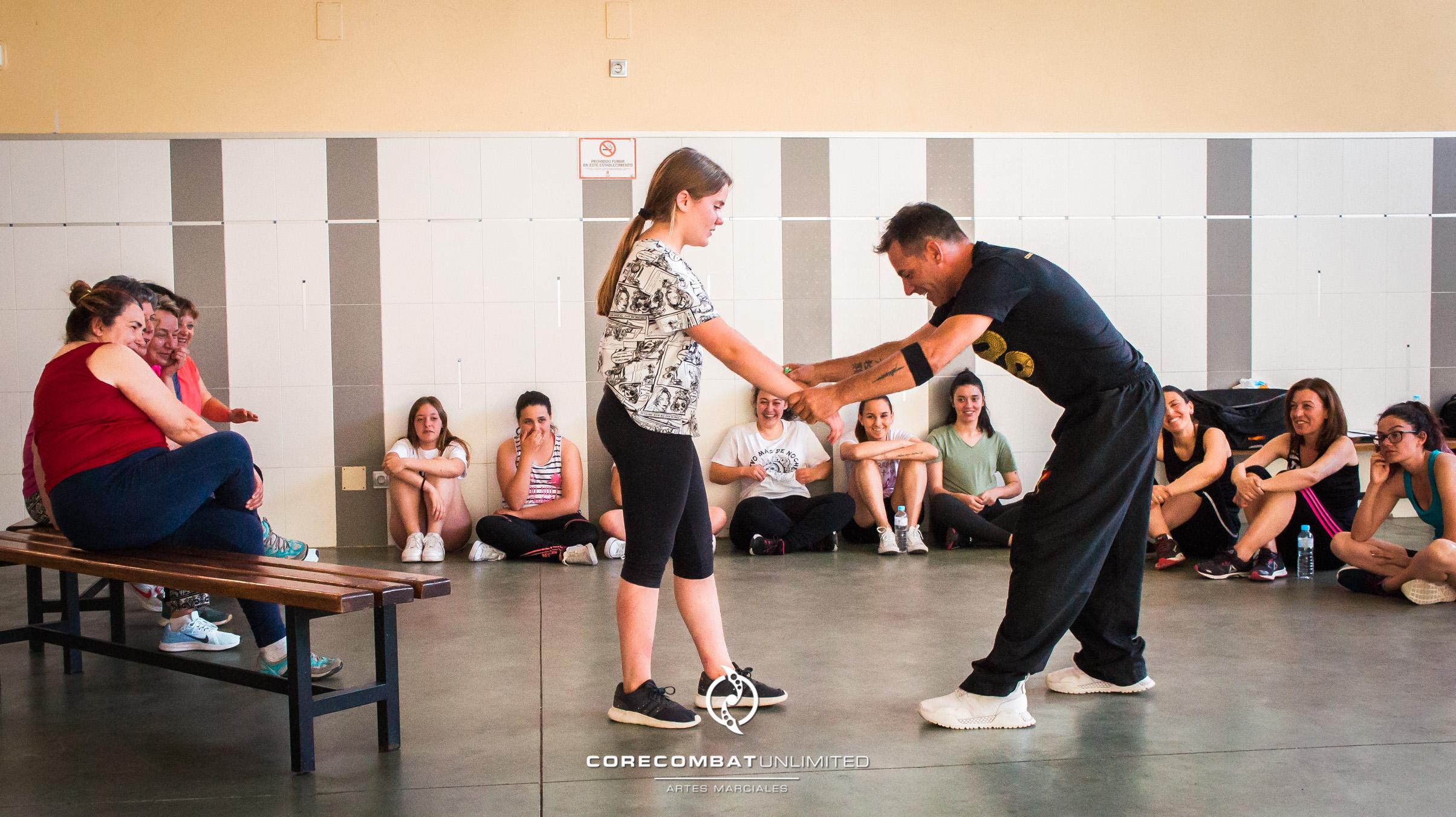 curso-defensa-personal-para-mujeres-zamora-coreses-artes-marciales-zamora-core-combat-salamanca-valladolid-leon-madrid-40
