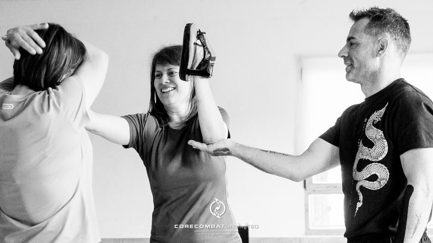 curso-defensa-personal-para-mujeres-zamora-perdigón-artes-marciales-zamora-core-combat-salamanca-valladolid-leon-madrid07