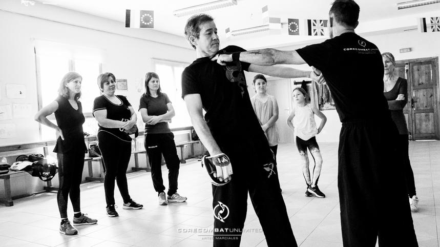 curso-defensa-personal-para-mujeres-zamora-perdigón-artes-marciales-zamora-core-combat-salamanca-valladolid-leon-madrid57